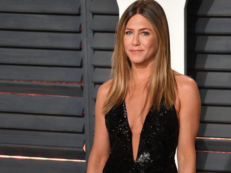 Subastan foto de Jennifer Aniston desnuda para reunir